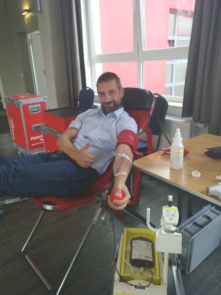 Matthias bei der Blutspende